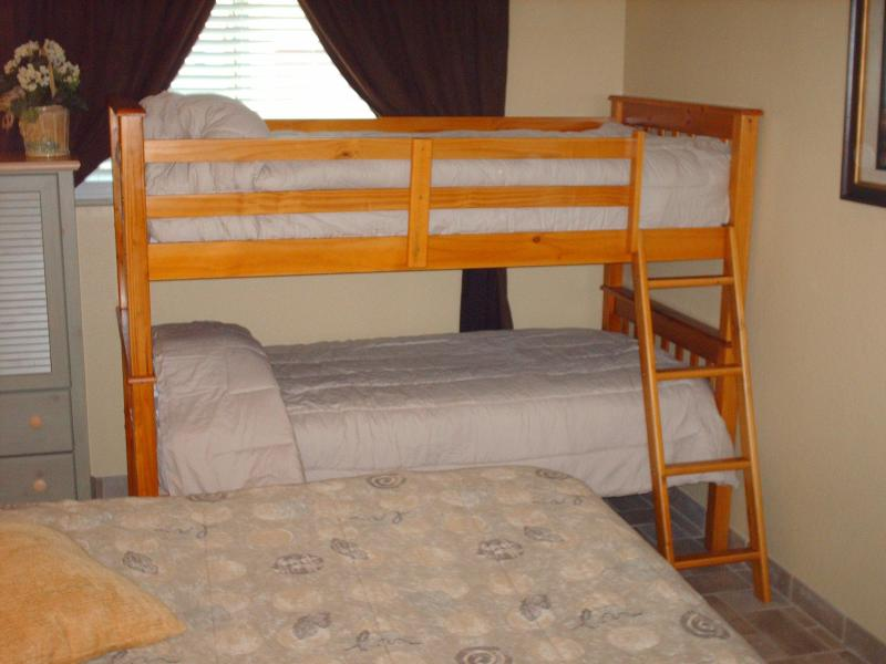 bedroon with queen and bunks - 2 bed condo  close to beach  So. Pardre Island, Tx - Port Isabel - rentals