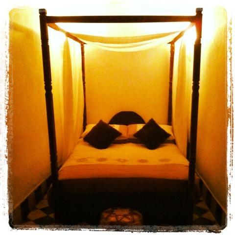 Large bedroom with 4 poster Bed - Dar Mellah -1 bed apartment in Essaouira Medina - Essaouira - rentals