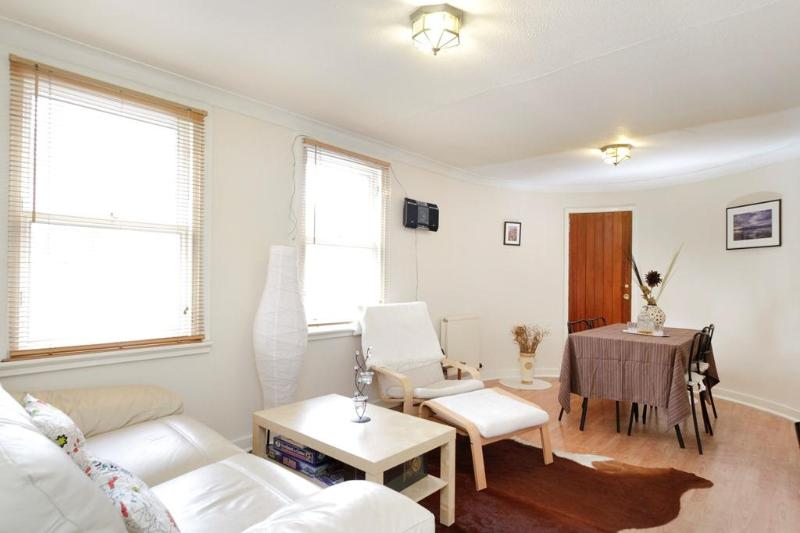 Living/dining room - Canongate 1 bedroom apartment - Edinburgh - rentals
