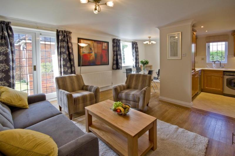 Barons Court living area - Marlow Apartments Apartment 1 - Marlow - rentals
