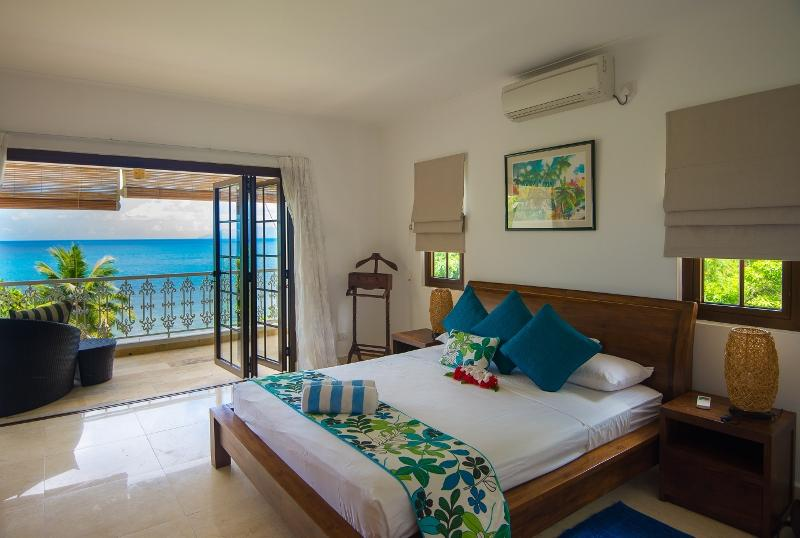 Master Bedroom - Elegant 3 bedroom beachfront self-catering duplex - Glacis - rentals