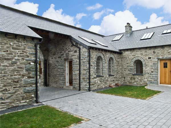 3 Bythynnod Yr Aran, Wales Ref 13903 - Image 1 - Bala - rentals