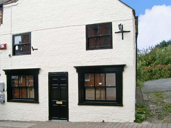 CATHEDRAL WAY, character holiday cottage, WiFi, with a garden, in central Ripon, Ref 13899 - Image 1 - Ripon - rentals
