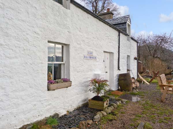 EAST BALCHRAGGAN COTTAGE, pet friendly, character holiday cottage, with a garden in Drumnadrochit, Loch Ness, Ref 13989 - Image 1 - Drumnadrochit - rentals