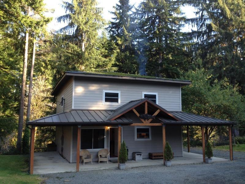 A Cozy River House II - A COZY RIVER HOUSE II Relaxing Riverfront Getaway - Forks - rentals