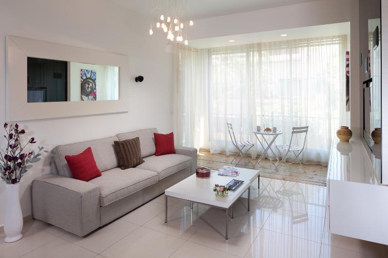 EMERALD - WOW! Style & Space, Beach - Image 1 - Tel Aviv - rentals