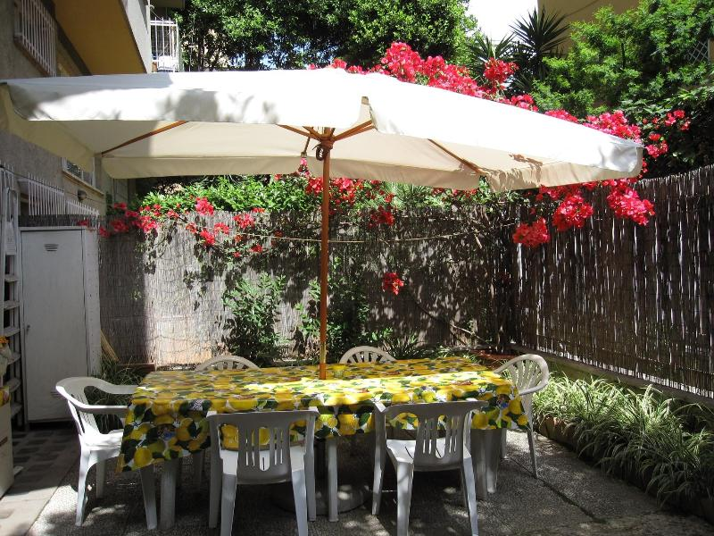 Romantic dinners in the garden - Vatican area lunch in the garden !!  WI FI FREE - Rome - rentals