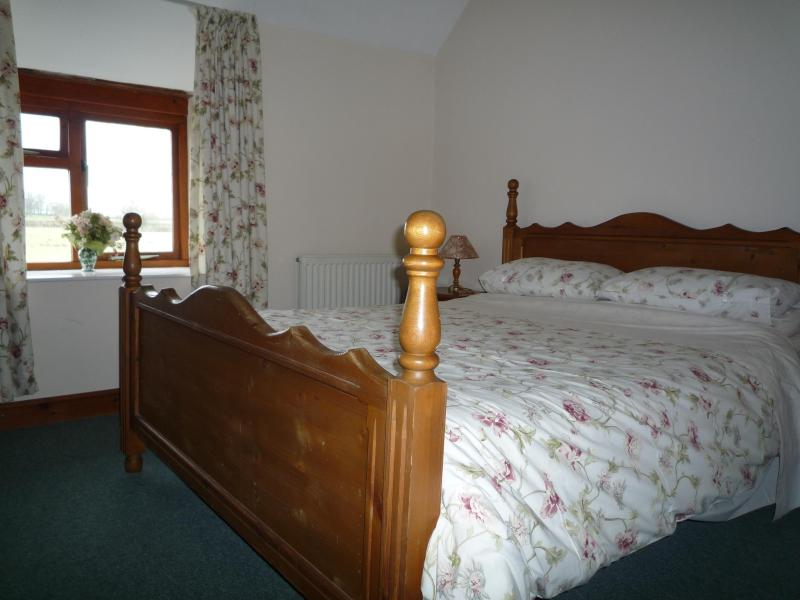 Granary Cottage, Sleeps 2 - Image 1 - Cirencester - rentals