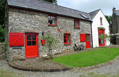 Pet Friendly Holiday Cottage - The Coach House, Nr Mathry - Image 1 - Pembrokeshire - rentals