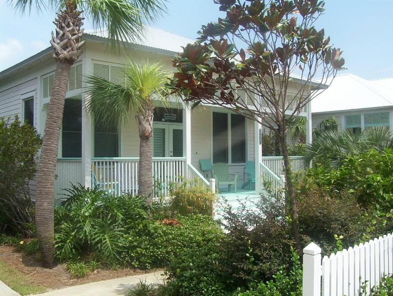 Relax on your rocking chair porch and watch the world go by - 5* home 150yds to private beach LABOR DAY SPECIAL - Miramar Beach - rentals