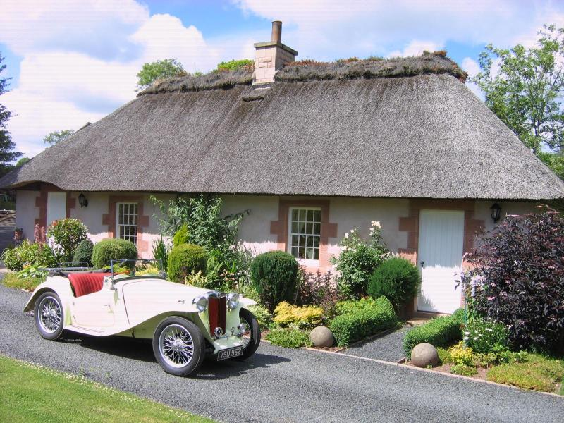 Sorry the car is not included - Scottish Borders Thatched Holiday Cottage - Duns - rentals