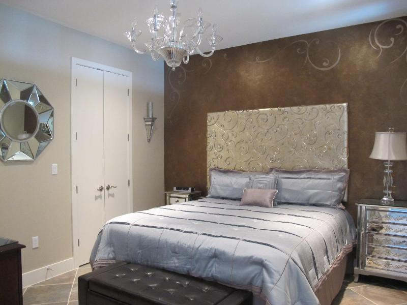 Gorgeous master bedroom with deluxe king size bed, flat screen TV and DVD - Stunning 2b/2b Beach Front Condo, Diamond Beach - Galveston - rentals