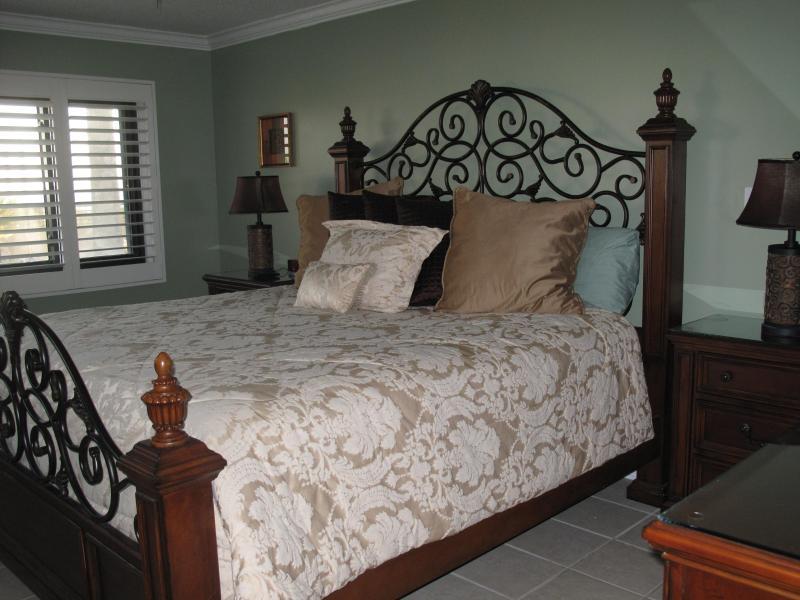 Relaxing master bedroom with king bed, beach view - Elegant 1st Floor Beach Condo #101- Emerald Tower - Destin - rentals