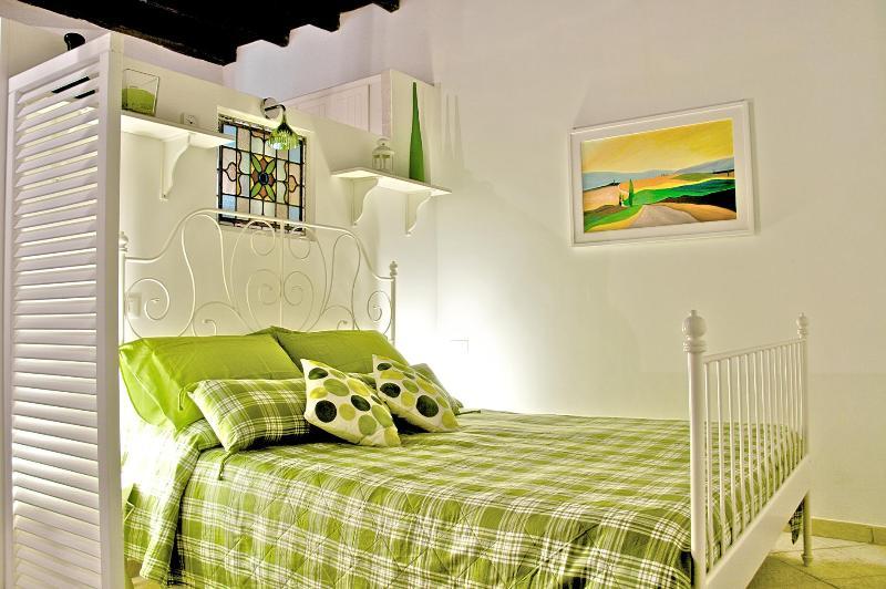 BC Bedroom view - NOSTROMONDO APARTMENTS-BOSCHETTO COVE -  Colosseum - Rome - rentals