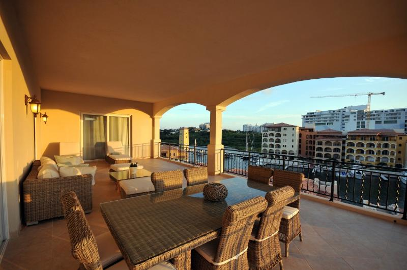 Aqua Vue at Porto Cupecoy, Saint Maarten - Ocean And Marina Views, Great Location, Pool - Image 1 - Sint Maarten - rentals