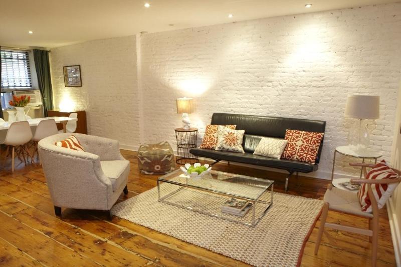 Living and Dining Area - FORT GREENE Garden Apartment & Backyard Sleeps 6 - Brooklyn - rentals