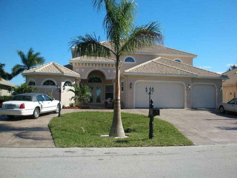 Front View - 5 Bed/5bath Estate on Canal to Gulf, Pool 4500sqft - Cape Coral - rentals