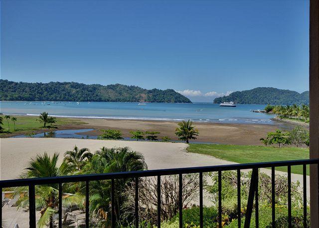 Amazing ocean view  from the balcony. - Heminghway II - Bella Vista 4C - Herradura - rentals