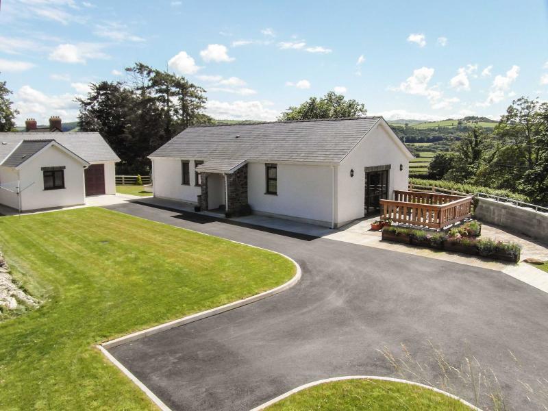 CWM DERW, games room, superb views, spacious grounds near Aberystwyth, Ref 13602 - Image 1 - Aberystwyth - rentals