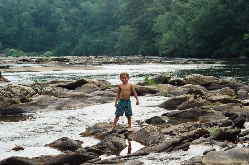 Playing on the rocks in the river - Luxury River home! WiFi, Free Kayak use - Helen - rentals