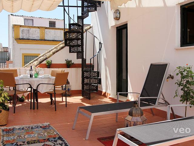 Large private terrace with garden furniture, plants and canopy. - Cuna Terrace | Split-level apartment large terrace - Seville - rentals