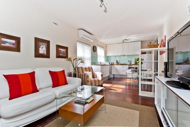 Living area - Cottesloe Blue Seas Apartment - Perth - rentals