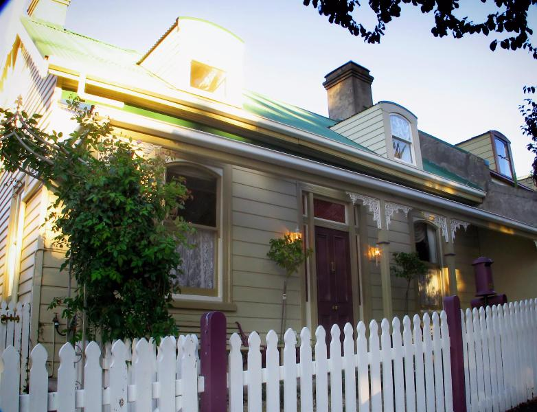 Welcome to Ellie's Place on City Park - Ellie's Place on City Park- award winning property - Launceston - rentals