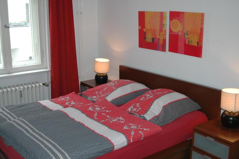bedroom - Quiet and Central apartment for 5 , Kurfurstendam - Berlin - rentals