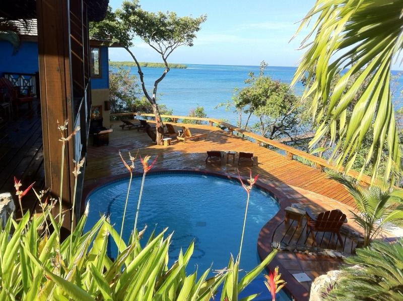 New pool deck, wonderful sunsets - Luxury Ocean front Caribbean Villa, car included - Roatan - rentals
