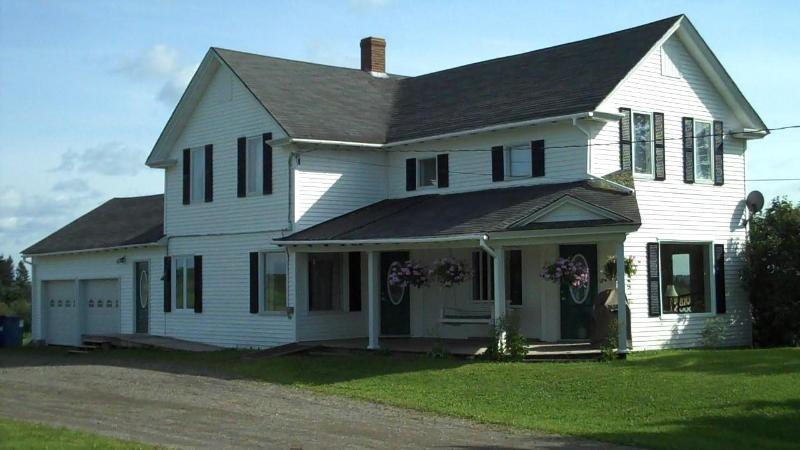 5 bedroom vacation rental home in Northern Maine - Image 1 - Saint David - rentals
