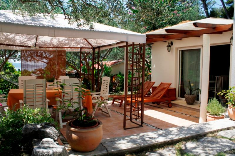 Shady frontyard with big table and a tent - Villa Karina-Idylic accommodation in park forest - Split - rentals