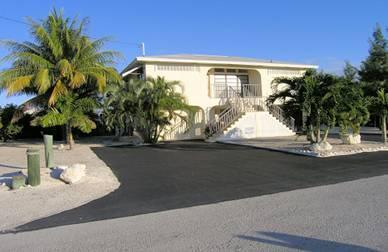 Double driveway view - Kokomo Cove Boat House - Marathon - rentals