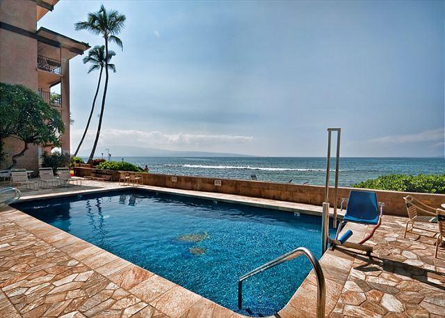 Nohonani Direct Oceanfront!! Large 2 bed/ 2 bath - Image 1 - Lahaina - rentals