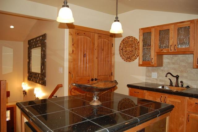 Kitchen with Knotty Cherry Cabinets and Granite countertops - Moab Top Vacation Rental-Su Casa Inn-Condo and B&B - Moab - rentals