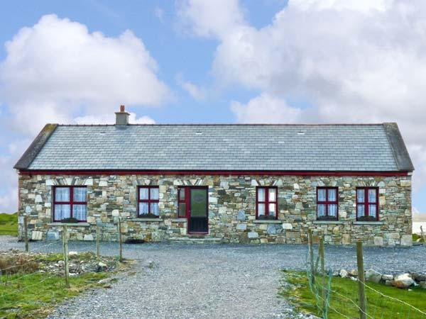 ISLAND VIEW, detached bungalow, with multi-fuel stove in sitting room, Jacuzzi bath, and sea views in Grallagh, Ref 14689 - Image 1 - Cleggan - rentals