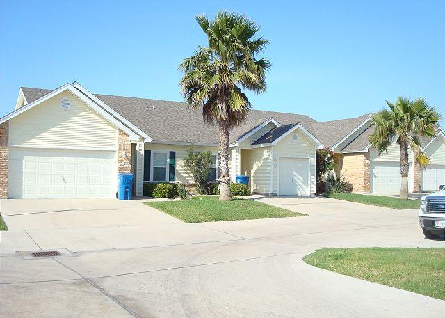 Cute 2 bedroom 2 bath townhouse just a few minutes to the beach! - Image 1 - Port Aransas - rentals