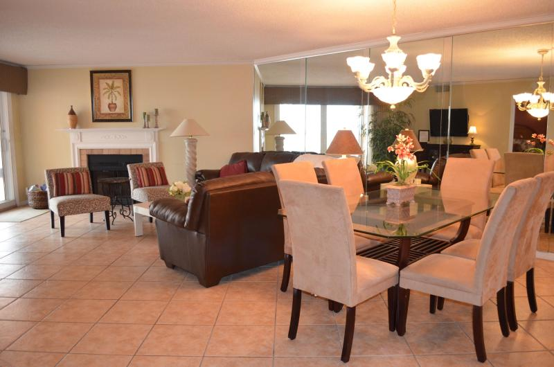 Living and Dinning area - Beach Cottage 1113, Pool Level Condo!!! - Indian Shores - rentals