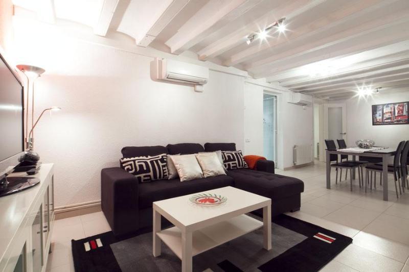 Be Barcelona Ramblas best location ever up to 11 - Image 1 - Barcelona - rentals