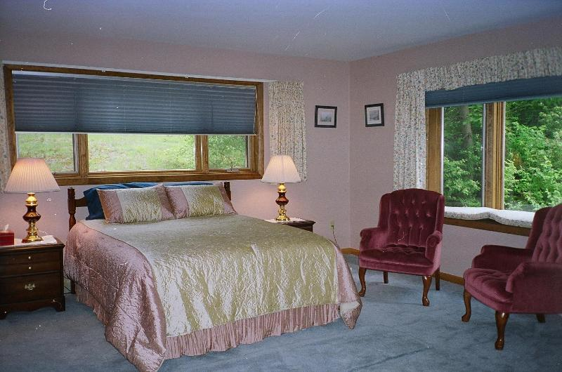 Master suite with comfortable sitting area, TV - Great location, walk to town, seconds to park - Bar Harbor - rentals