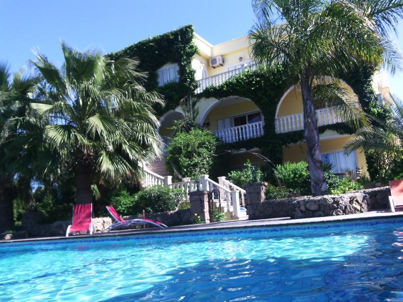 VILLA AMARILLA Holiday Mansion - Big Group Accommodation - North Cyprus - Holiday House-big group accommodation for up to 28 - Kyrenia - rentals