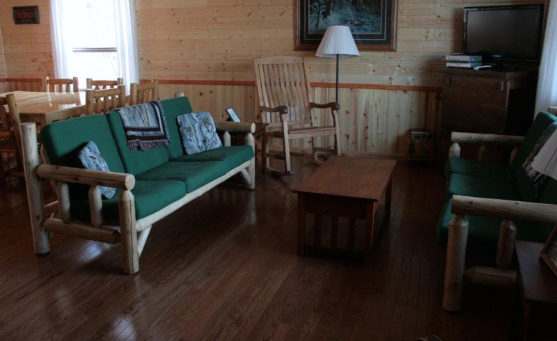 Living Room - WHITE PINE RETREAT - Winterized 4 Bedroom - Ely - rentals