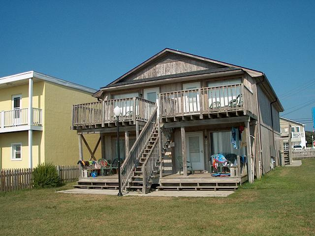 Oceanfront with comon yard - Apartments 1,2,3,4 - Blue Marlin Oceanfront Vacation Lodging 1,2,3,4 - Kure Beach - rentals