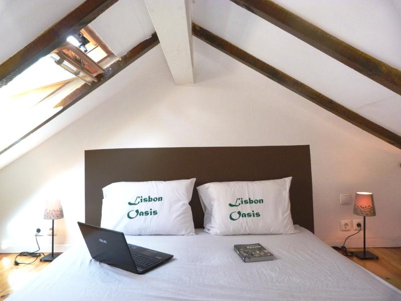 Penthouse charm with bed on mezzanine - ALFAMA I,  historic Lisbon penthouse - Lisbon - rentals