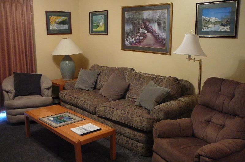Living Room - White Mountains, NH  Resort Condo with pool - Lincoln - rentals