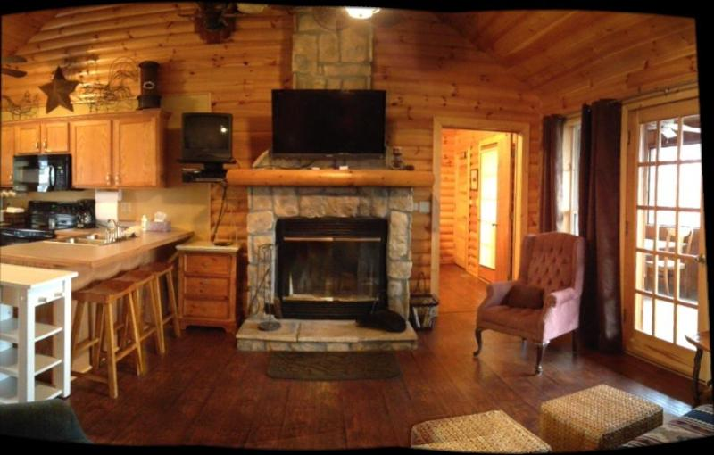 hardwood floors throughout this beautiful cabin - Rustic Log Cabin,Secluded,2 Jacuzzi,WiFi 1mile SDC - Branson - rentals