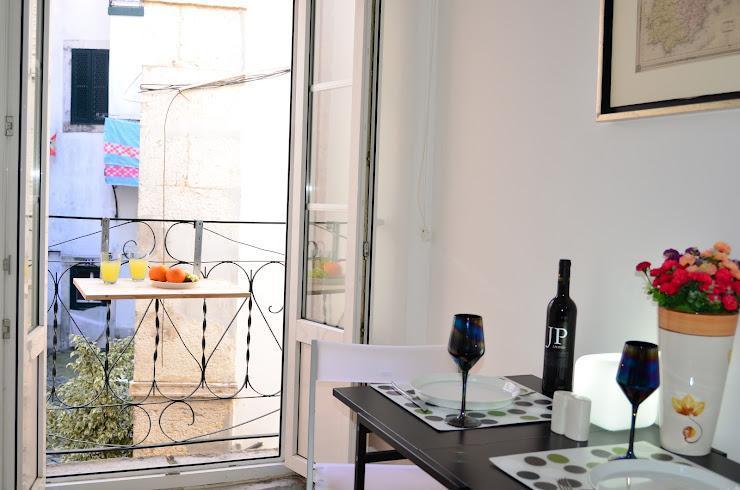 ALFAMA II, historic penthouse & french balcony - Image 1 - Lisbon - rentals