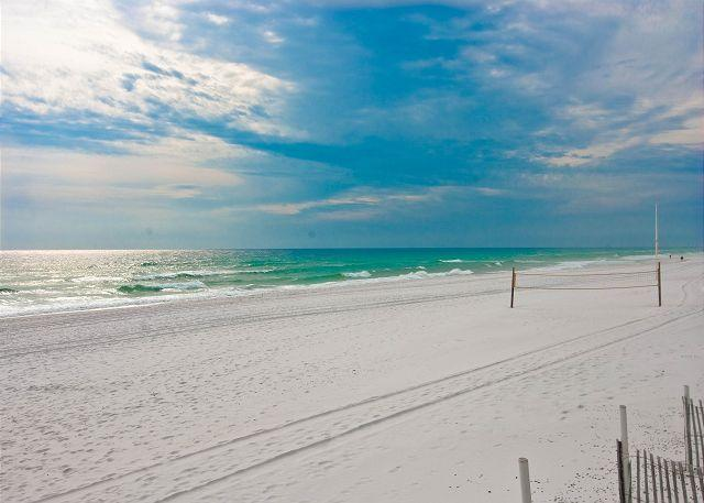 GREAT EXPANSE OF BEAUTIFUL WHITE SAND - 2ND FLOOR BEACHFRONT CONDO FOR 6!  OPEN 8/15-22! NOW 15% OFF! - Fort Walton Beach - rentals