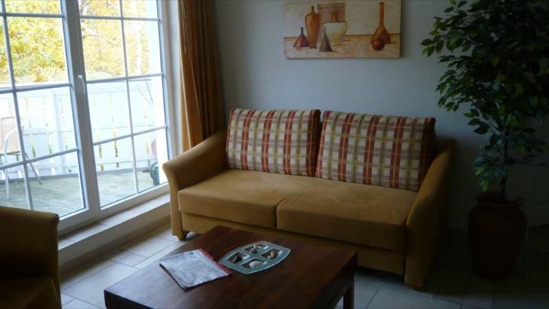 Living Room (1) - Vacation Apartment in Zingst - 560 sqft, house next to Baltic Sea, sauna (# 2621) - Zingst - rentals