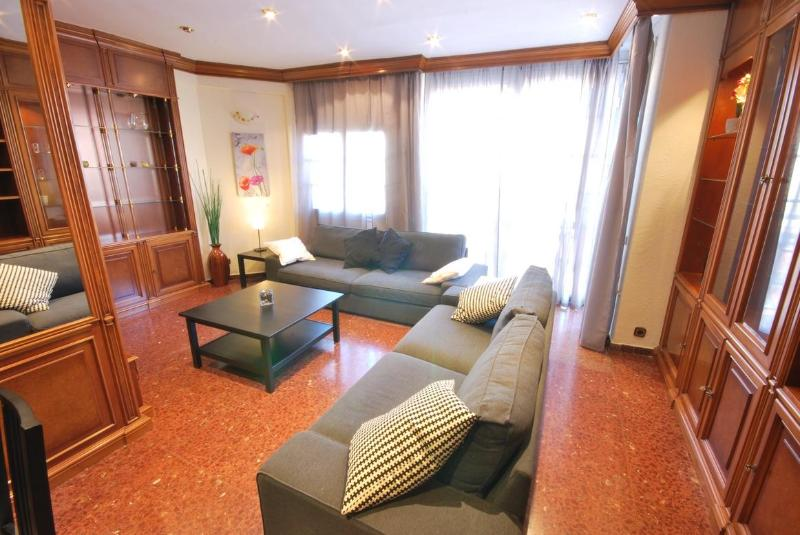 Sagrada Familia 8 People Apartment - Image 1 - Barcelona - rentals