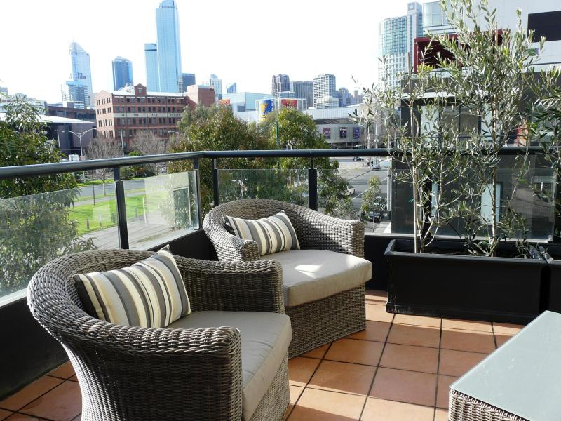 Balcony off lounge area - Melbourne Central Rivergarden Family Apartment - Melbourne - rentals